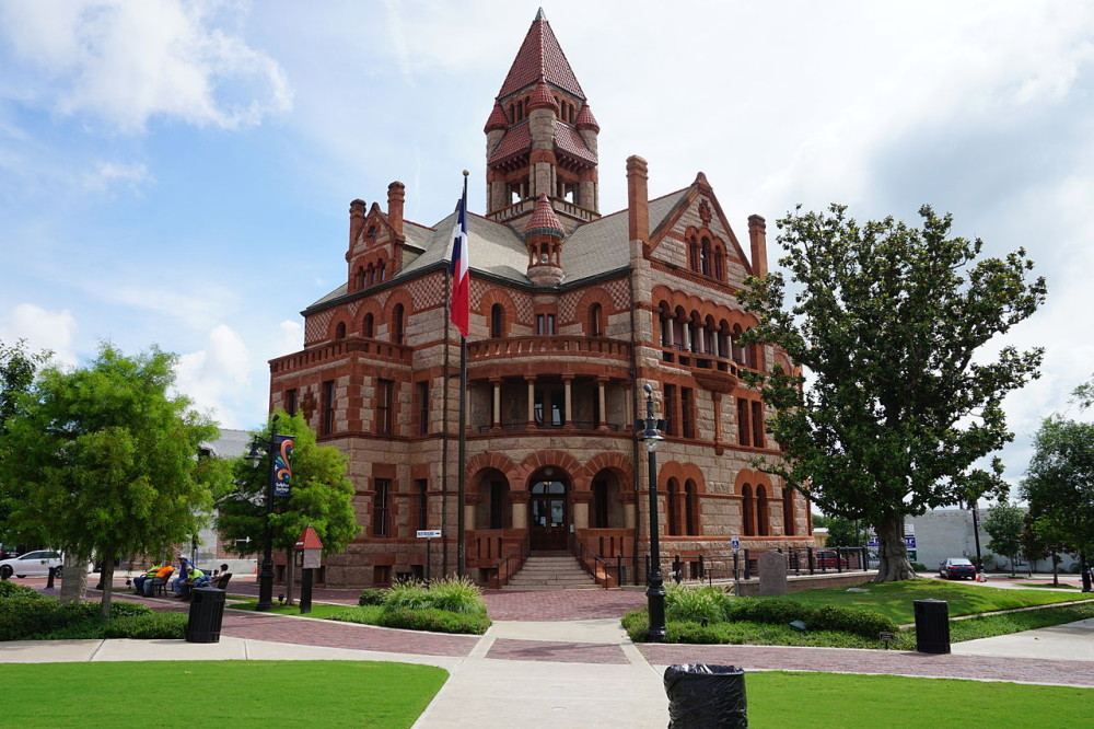 Sulphur_Springs_June_2015_02_(Hopkins_County_Courthouse)